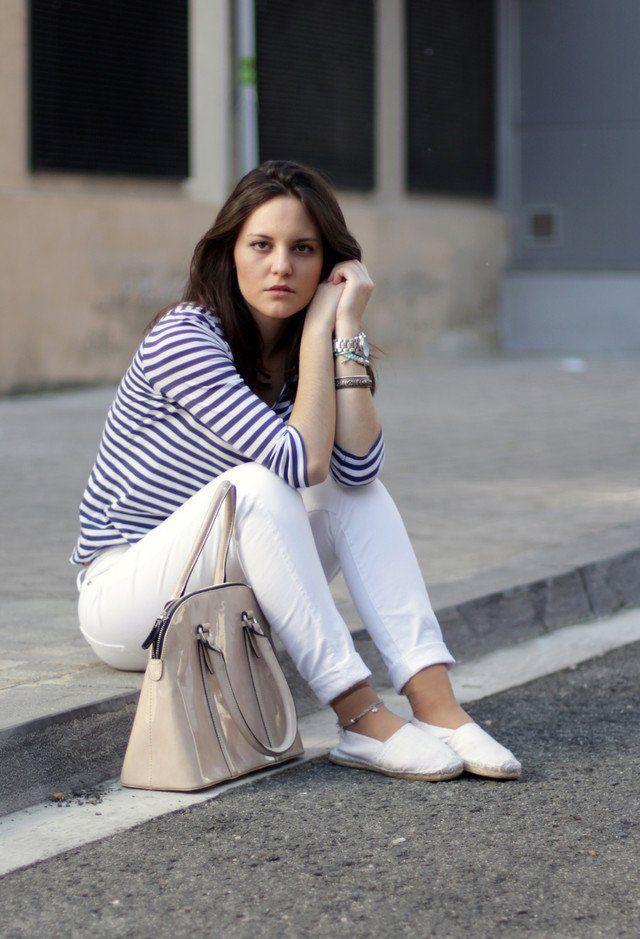 Lässig-elegante weiße Jeans Outfit Idee