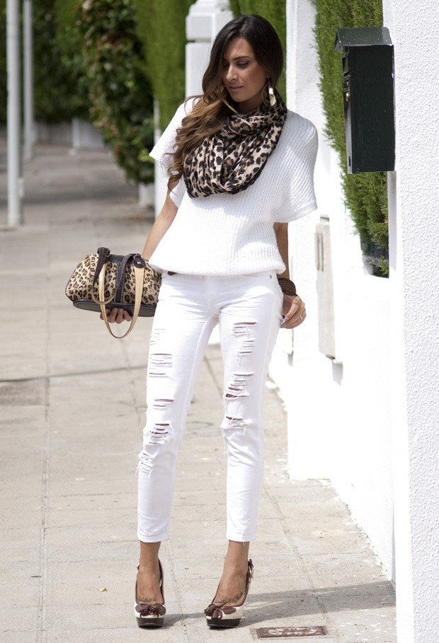 Cooles Outfit Idee mit Weiß Zerrissene Jeans