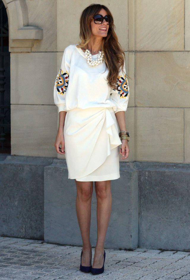 Alle Weiß Kombination Ideen für stilvolle Frühlings-Looks: Übergroße Halskette