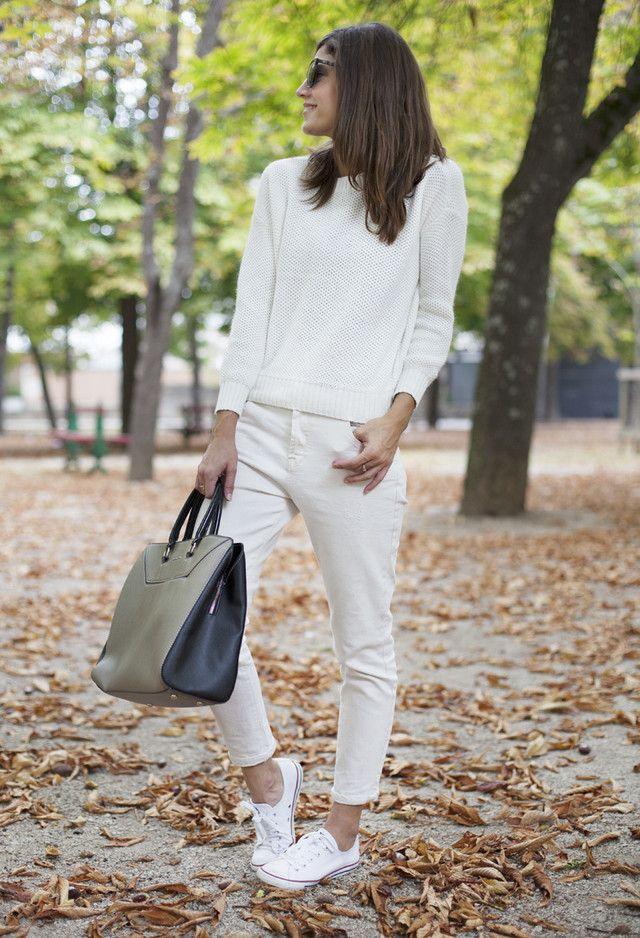 Alle Weiß Kombination Ideen für stilvolle Frühlings-Looks: große Handtasche