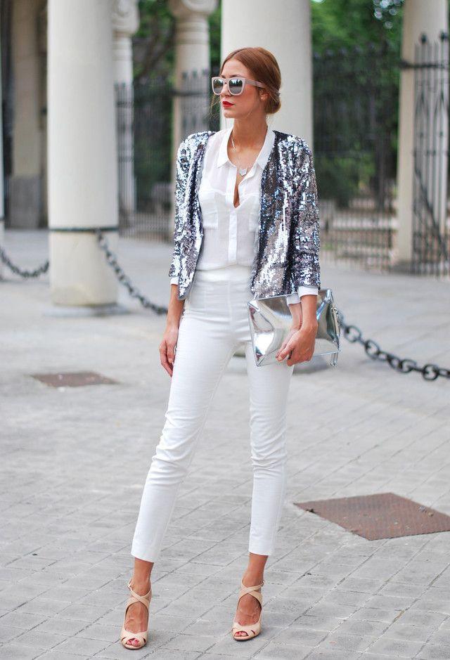 Alle Weiß Kombination Ideen für stilvolle Frühlings-Looks: Silber-Schimmer