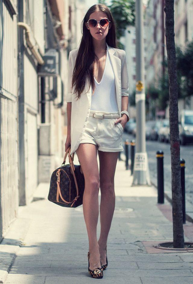 Alle Weiß Kombination Ideen für stilvolle Frühlings-Looks: Shorts