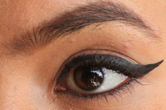 Winged eyeliner tutorial für lidern -tipps und tricks