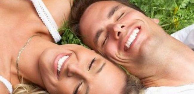 Relationship-tipps für frauen: 10 romantische dinge, die ihr mann möchte, dass sie zu tun
