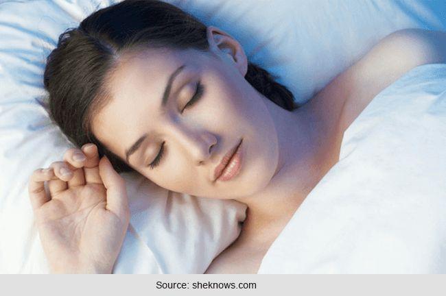 Schlaf komfortabel: nutzen für die gesundheit von schlaf ohne kleidung