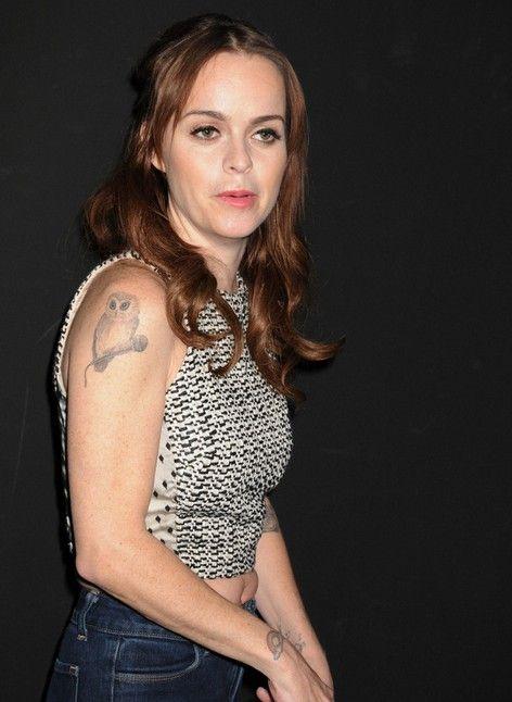 Taryn manning tattoos: vogel armtätowierung