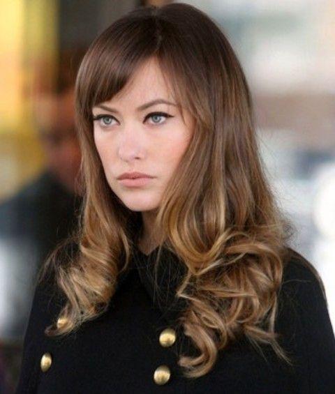 Olivia Wilde Frisuren: Lebhaft Lange Curls mit Bangs