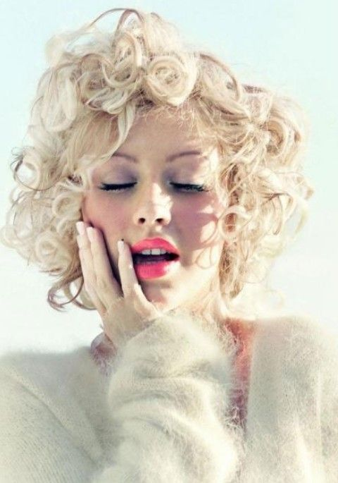 Christina Aguilera Frisuren: Moderne Short Curls