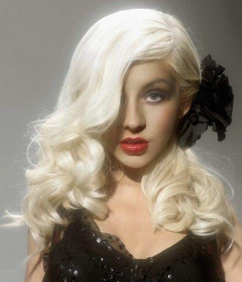 Christina Aguilera Frisuren: Entzückende Side-gescheitelt Curls