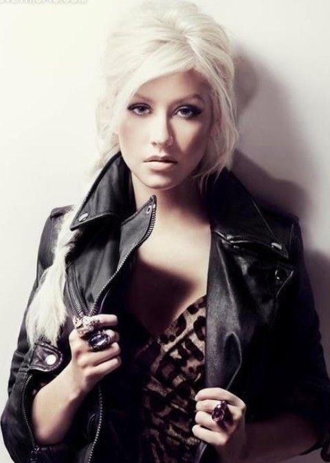 Christina Aguilera Frisuren: stilvolle lange Braid