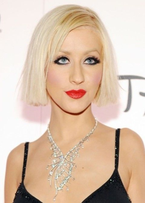 Christina Aguilera Frisuren: Gerade Medium Haircut