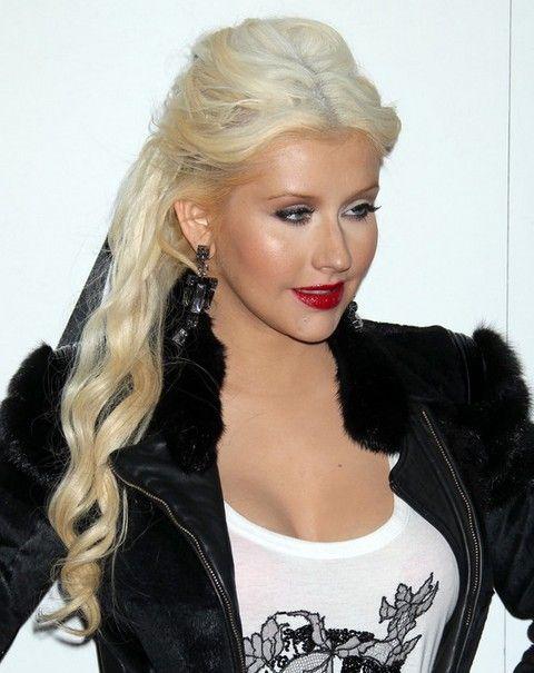 Christina Aguilera Frisuren: Fabulous Half-up Halb-down-Frisur