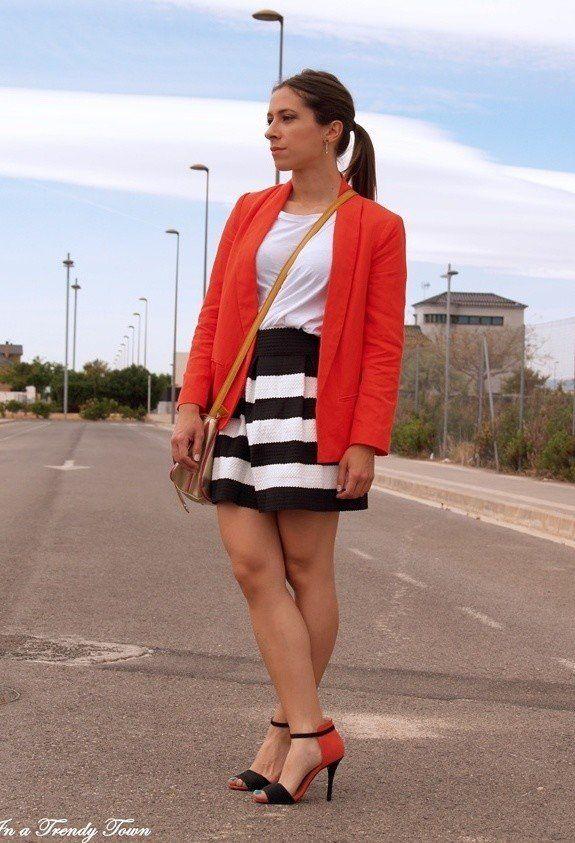 Weiß T-Outfit mit Streifen-Rock