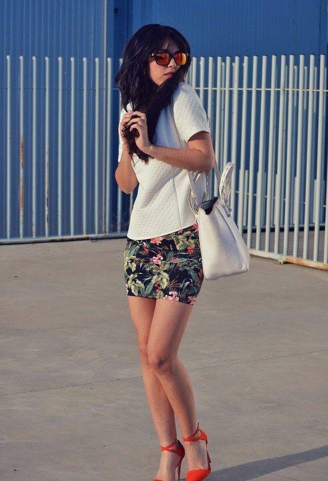 Weiß T-Outfit mit Blumenrock
