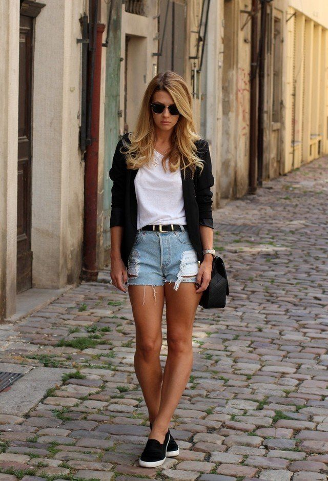 Chic White Tee Outfit Idee mit Jeans-Shorts