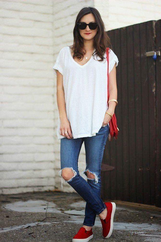 Loser Weißer Tee Outfit Idee mit zerrissenen Jeans