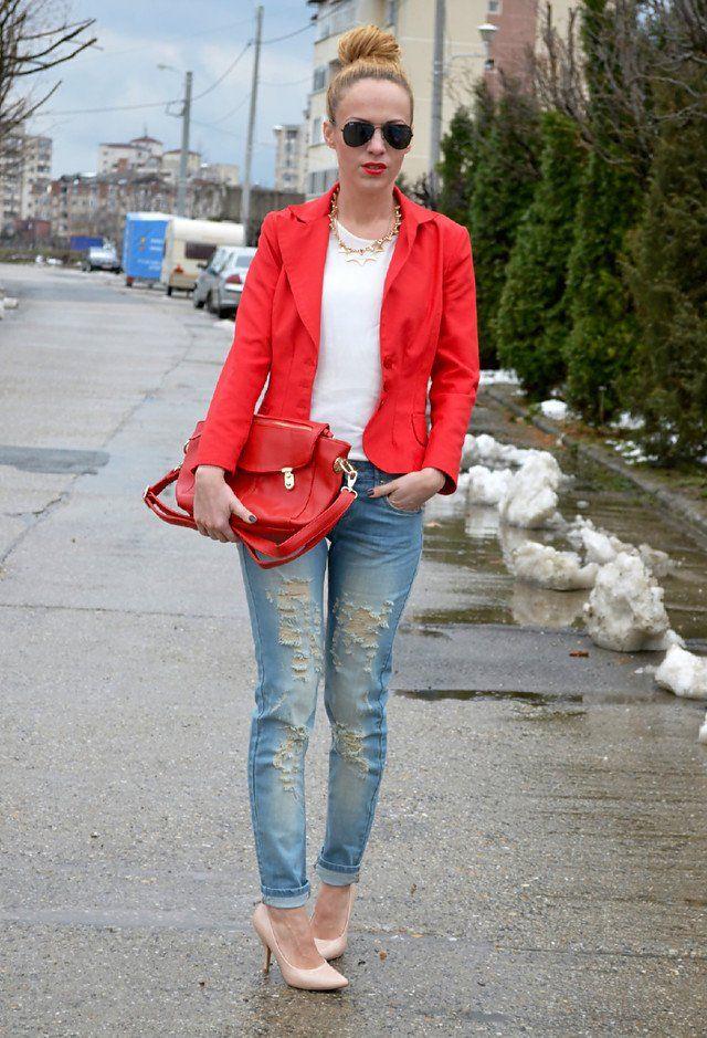 Weiß T Outfit Idee mit zerrissenen Jeans