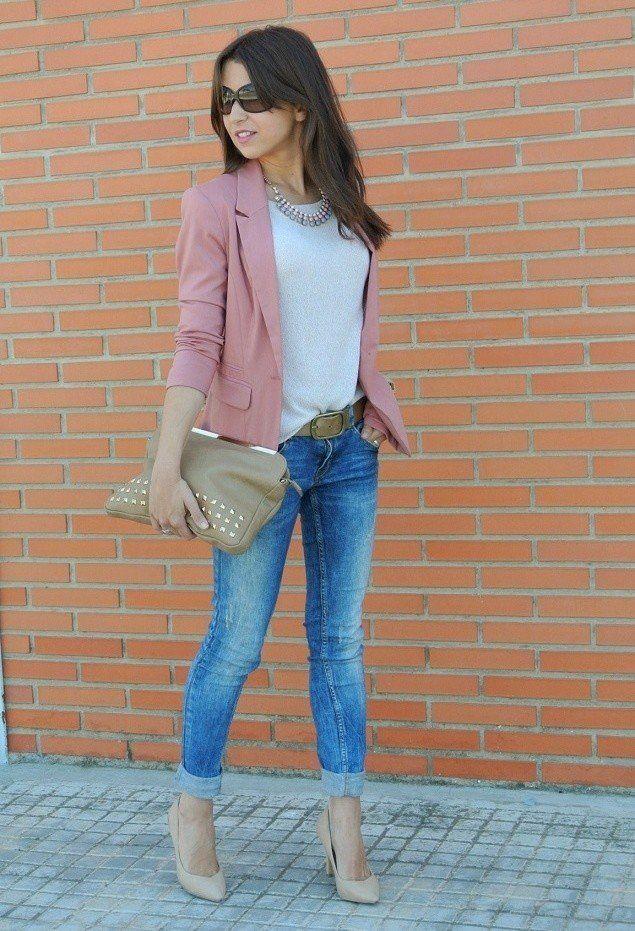 Weiß T Outfit Idee mit rosa Blazer